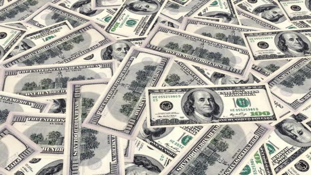 Billetes de un dólar sobre la mesa - vídeo