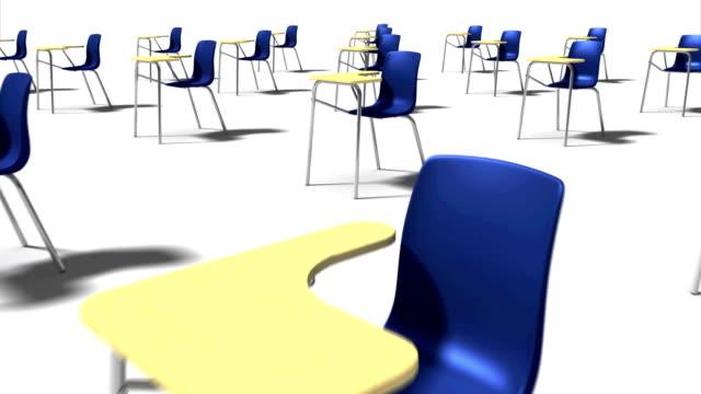 Dolly Rücken Diagonal von single-School-Stuhl die mit vielen School-Stühle (blau) – Video