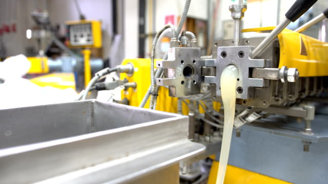 dolly: hole of twin screw extrude after opening die video