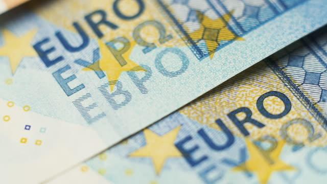 dolly shot across euro notes - valuta dell'unione europea video stock e b–roll