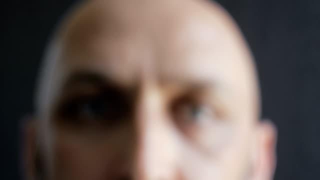vídeos de stock e filmes b-roll de dolly shot. close-up portrait of a bald and bearded man - focagem