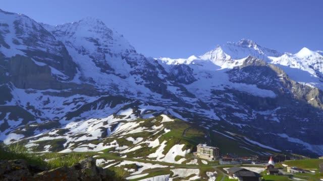 dolly shot-tidig morgon jungfrau schweiz - grindelwald bildbanksvideor och videomaterial från bakom kulisserna