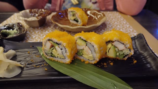 vídeos de stock e filmes b-roll de 4k: dolly shot japanese maki sushi or prawn tempura sushi. - tempura