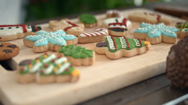 vídeos de stock e filmes b-roll de dolly shot of christmas cookies ,no people - christmas cookies