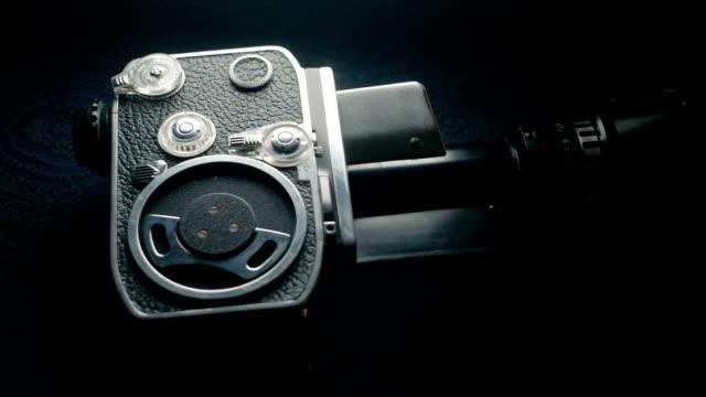 dolly shot: old-fashioned vintage analog 8mm classic movie camera - analogiczny filmów i materiałów b-roll