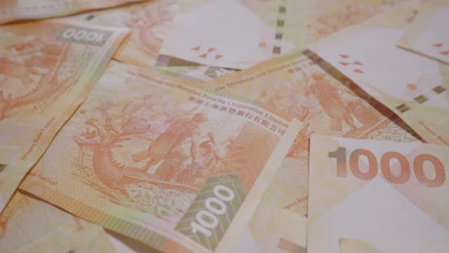 vídeos de stock e filmes b-roll de dolly shot with hong kong dollar bills - jogos internacionais