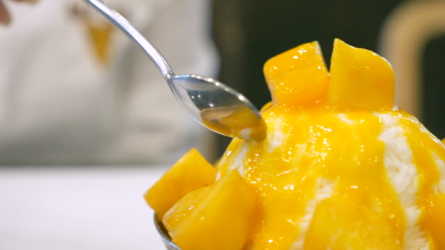 Dolly Shot:Close-up:mango and cheese bingsu - korean dessert video