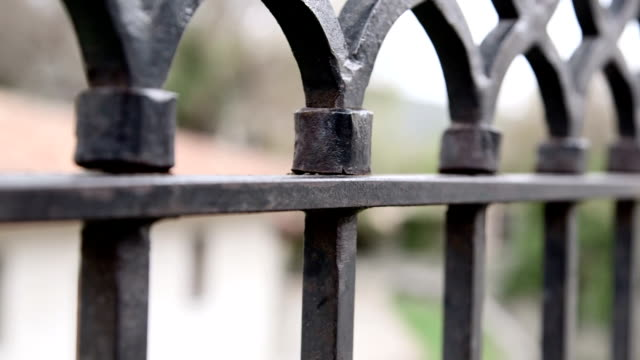 stockvideo's en b-roll-footage met dolly: wrought iron fencing - fence