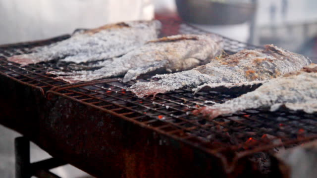 HD DOLLY:Grilling Fish video