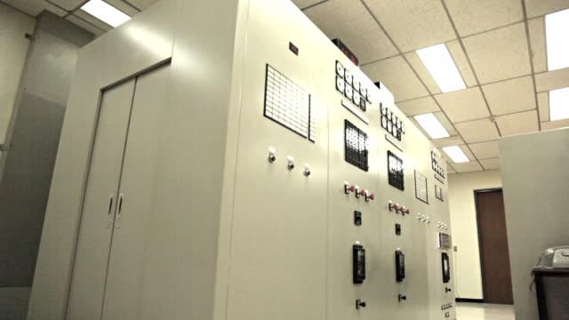 dolly: macchinari sala di controllo - sottostazione elettrica video stock e b–roll