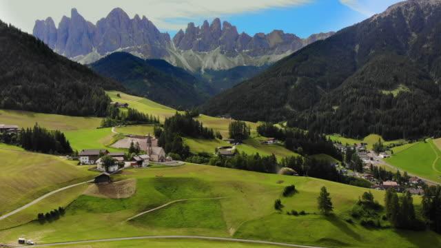 vídeos y material grabado en eventos de stock de alpes dolomíticos, italia - alpes europeos