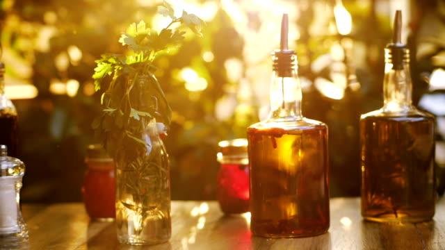 vídeos y material grabado en eventos de stock de aceite de oliva virgen extra doméstico - comida española