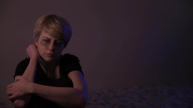 vídeos y material grabado en eventos de stock de situaciones de violencia doméstica, pan shots - violencia doméstica
