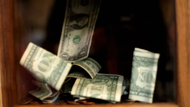 vídeos de stock e filmes b-roll de doar dinheiro em caixa - benefits