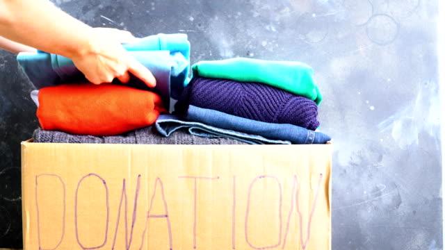 vídeos de stock, filmes e b-roll de doação e conceito de caridade - vestido