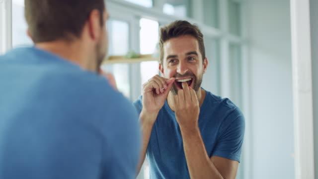 çürükleri sevmiyor musun? ne yapacağını biliyorsun. - diş sağlığı stok videoları ve detay görüntü çekimi