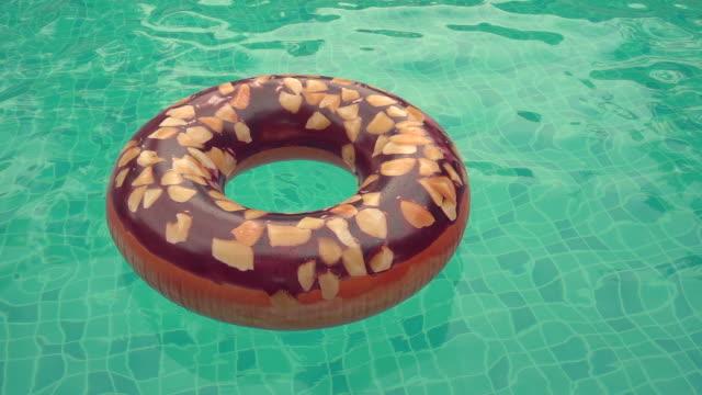 donut gummiring i poolen. - inflatable ring bildbanksvideor och videomaterial från bakom kulisserna