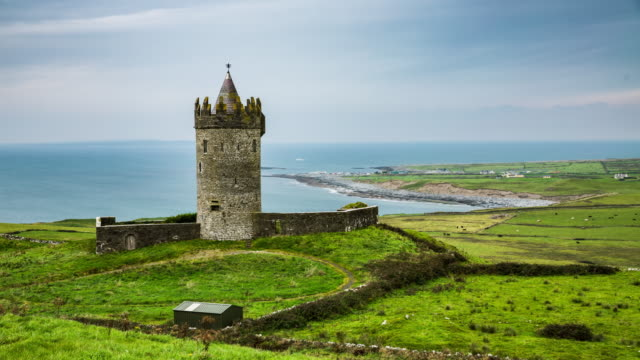 Doonagore castle in Ireland - Time Lapse video