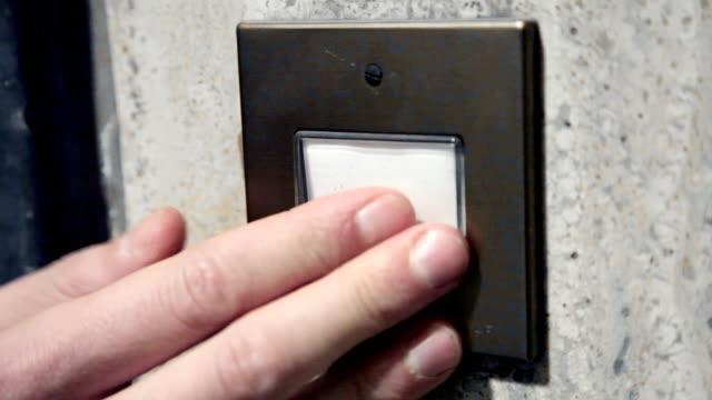 ドア ベル指、handshoot - 指輪点の映像素材/bロール