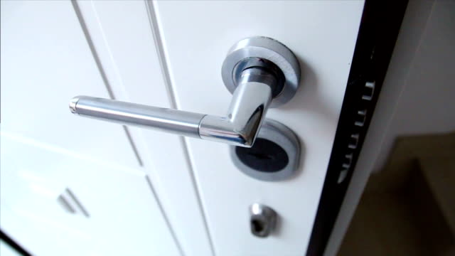 Door lock with pull out bilts