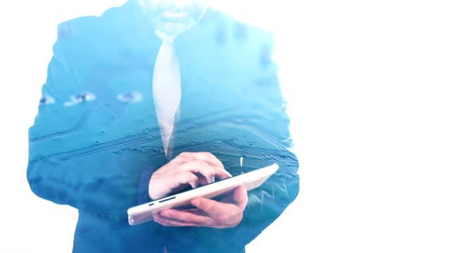 stockvideo's en b-roll-footage met dubbele blootstelling van zakenman typen op tablet computer en printplaat - dubbelopname businessman