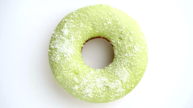 donut glasiert nahaufnahme. - portion stock-videos und b-roll-filmmaterial