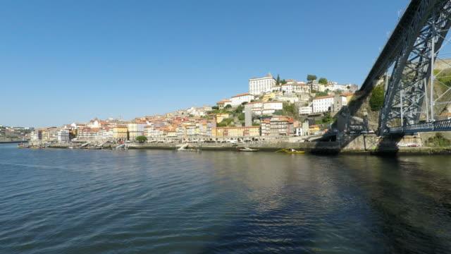 floden douro i porto på en solig dag - stenhus bildbanksvideor och videomaterial från bakom kulisserna