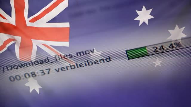 オーストラリアの国旗のコンピューターにファイルをダウンロード - なりすまし犯罪点の映像素材/bロール