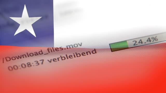 チリの国旗のコンピューターにファイルをダウンロード - なりすまし犯罪点の映像素材/bロール
