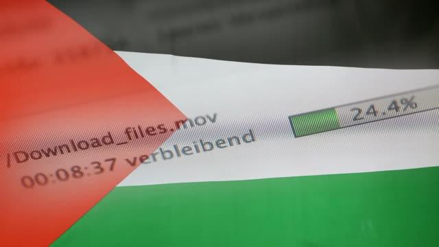パレスチナの旗、コンピューター上のファイルをダウンロード - なりすまし犯罪点の映像素材/bロール