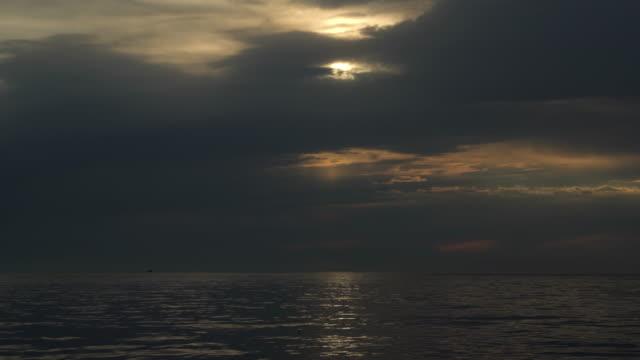 海の上の空を押す。 - 水平線点の映像素材/bロール