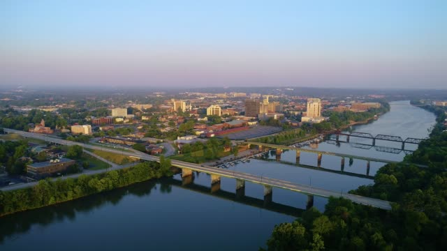 downtown augusta georgia usa drohne skyline aerial - savanne stock-videos und b-roll-filmmaterial