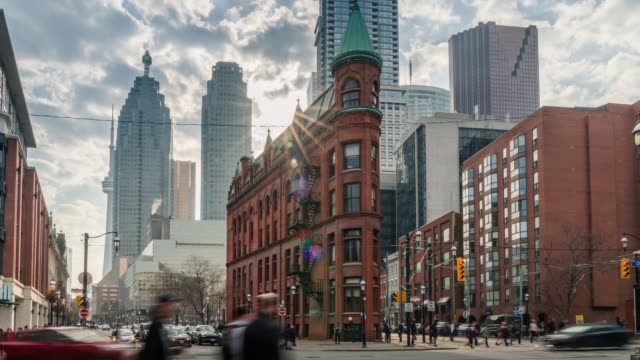 vídeos y material grabado en eventos de stock de centro de la ciudad urbana tráfico - canadá