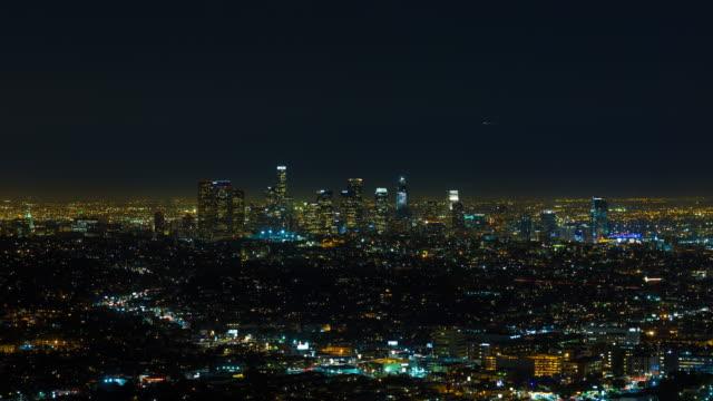 los angeles centrum på natten timelapse - hollywood sign bildbanksvideor och videomaterial från bakom kulisserna