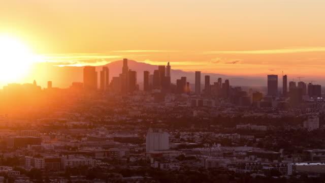 sunrise timelapse'de los angeles şehir merkezi - los angeles stok videoları ve detay görüntü çekimi