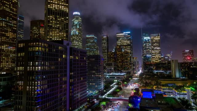 los angeles centrum taket figueroa antenn natt timelapse - hollywood sign bildbanksvideor och videomaterial från bakom kulisserna
