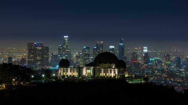 downtown los angeles skyline och griffith observatory natt timelapse - hollywood sign bildbanksvideor och videomaterial från bakom kulisserna