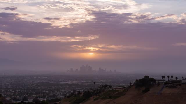 vidéos et rushes de downtown los angeles skyline sunrise timelapse - californie du sud
