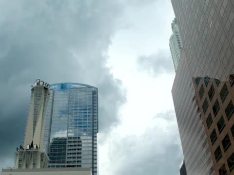 vídeos y material grabado en eventos de stock de centro de la ciudad de los ángeles con nubes-ntsc - aleación