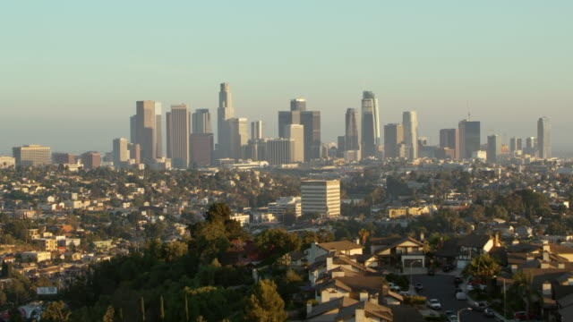 aerial downtown of los angeles, ca - grandangolo tecnica fotografica video stock e b–roll