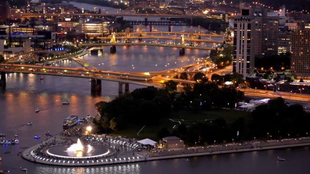 In der Innenstadt von Pittsburgh am Abend – Video