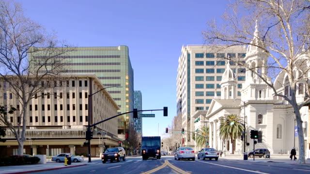 Der Innenstadt von San José Straße Kreuzung mit Ampel Verkehr – Video