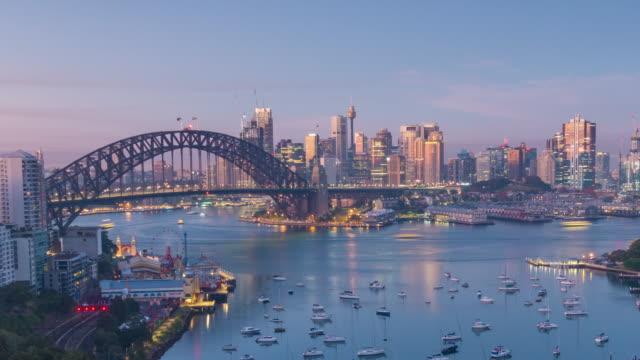황혼의 꼭대기에서 바라보는 호주 다운타운 시드니 스카이라인 - 시드니 뉴사우스웨일스 스톡 비디오 및 b-롤 화면