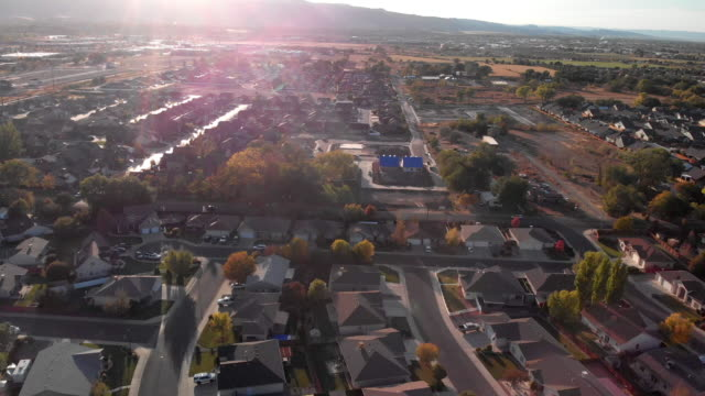 downward looking view of a middle class american residential neighborhood in the salt lake city area in the fall - salt lake stan utah filmów i materiałów b-roll