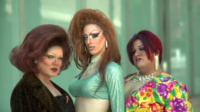 stockvideo's en b-roll-footage met drag queens looking fly - drag queen