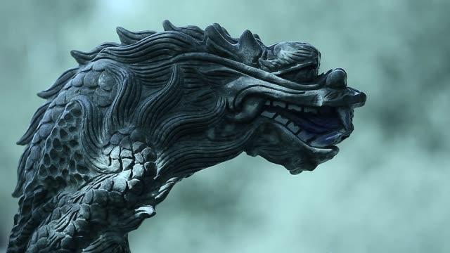 ドラゴンの大理石の彫刻の映像 ビデオ