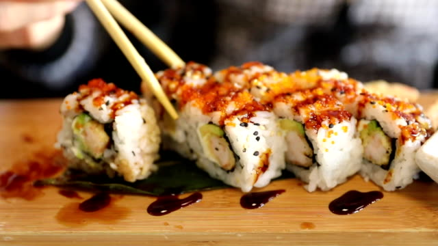 Dragon Uramaki Sushi video