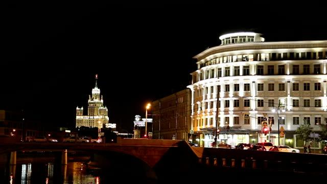 drainage channel. bolotnaya embankment and kadashevskaya naberezhnaya (embankment). moscow city historic center, popular landmark. russia - rzeka moskwa filmów i materiałów b-roll