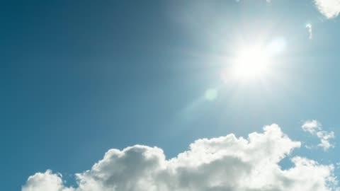 vídeos de stock e filmes b-roll de dramatic clouds and sun, 4k time-lapse - sol