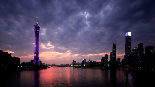 夕暮れ時に劇的な空 - 中国 広州市点の映像素材/bロール